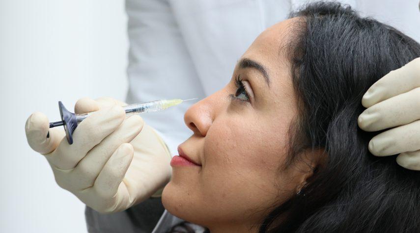 Behandlung der Nase mit Hyaluron