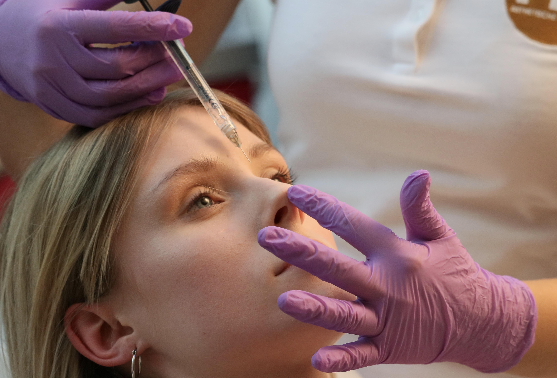 Wie funktioniert die Nasenkorrektur ohne OP?